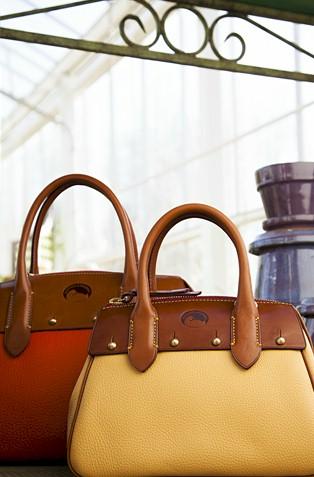 Dooney Bourke Wilson Leather Thick Handbags In Classic Styles